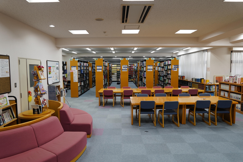 08 図書室.jpg